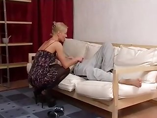 Milf in pantyhose sucked young dick