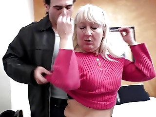 Mature lady fucking her new lover