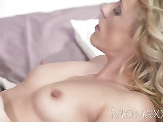 Mature slut shows creampie afer banging