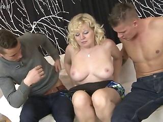 Real mature MOM sucks and fucks two guys
