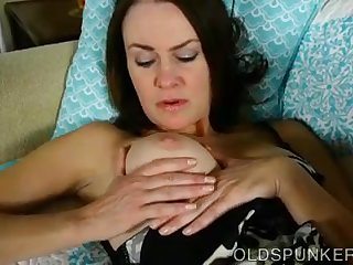 Super sexy slim old spunker fucks her juicy pussy for you