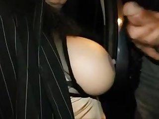 un voyeur me gicle sur les seins