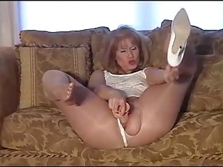 mature in shiny pantyhose