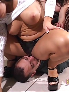 6 of Cherokee and Taylor ass smothering action