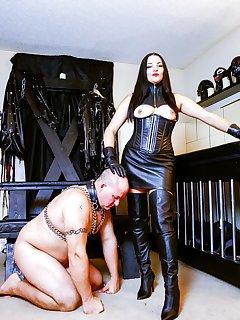 <!–-IMAGE_COUNT-–> of Michelles Pleasure Slave